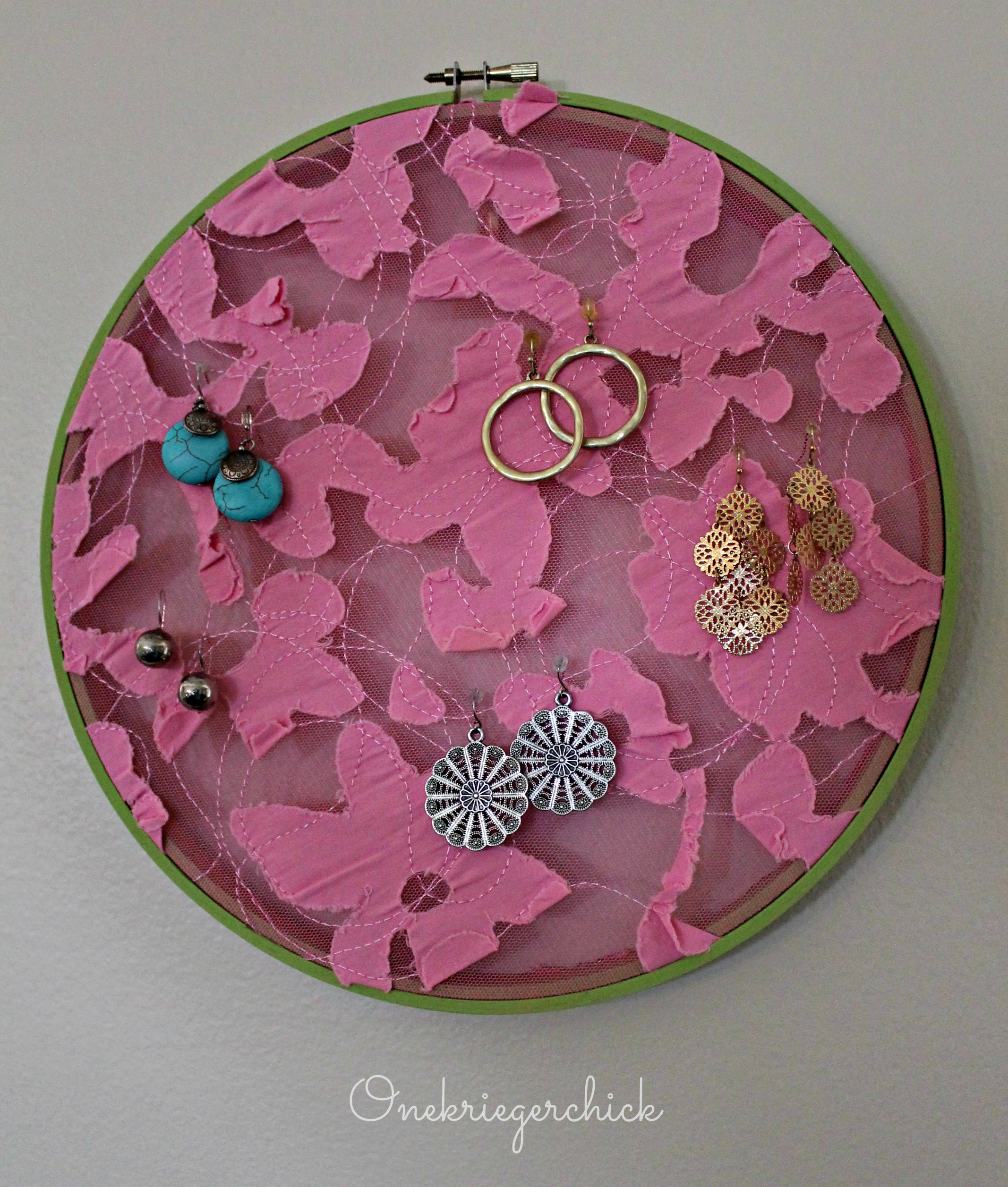 Earring hoop display {Onekriegerchick.com}