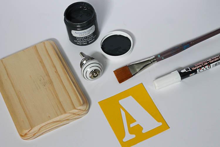 Monogrammed-Knob-DIY-Hooks-Crafts-Unleashed-2